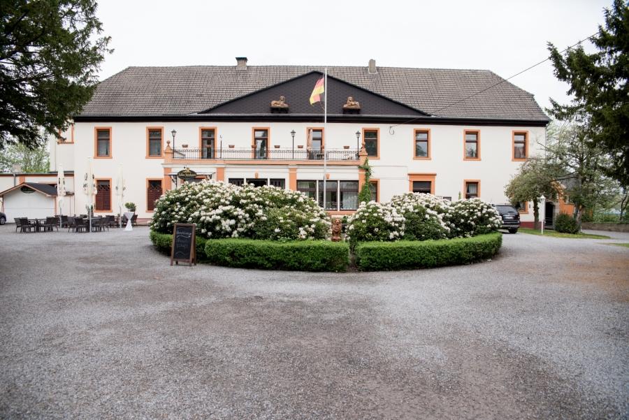 0002-Hochzeitsfotos-schloss-steinhausen (8) (1) (1)