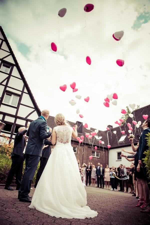 07 Hochzeitsfoto luftballonsteigen